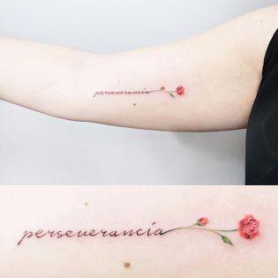 Já estou doida para fazer uma nova tatuagem e, em uma das minhas pesquisas em busca da futura, encontrei alguns desenhos que uniam frases ou palavras e flores. Além de muito delicadas, ainda são uma boa maneira de deixar os escritos com um charme pra lá de especial. Confira algumas que achei no Pinterest e …