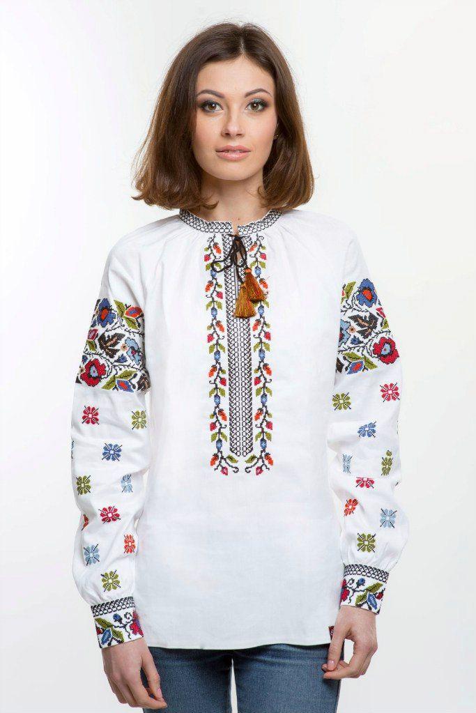 Жіноча вишиванка з традиційними вишитими візерунками борщівської вишивки.  Вишивка хрестиком.