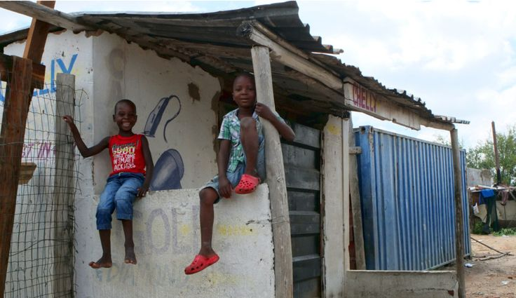 Des enfants dans le township de Diepsloot, en Afrique du Sud | One Footprint On The World