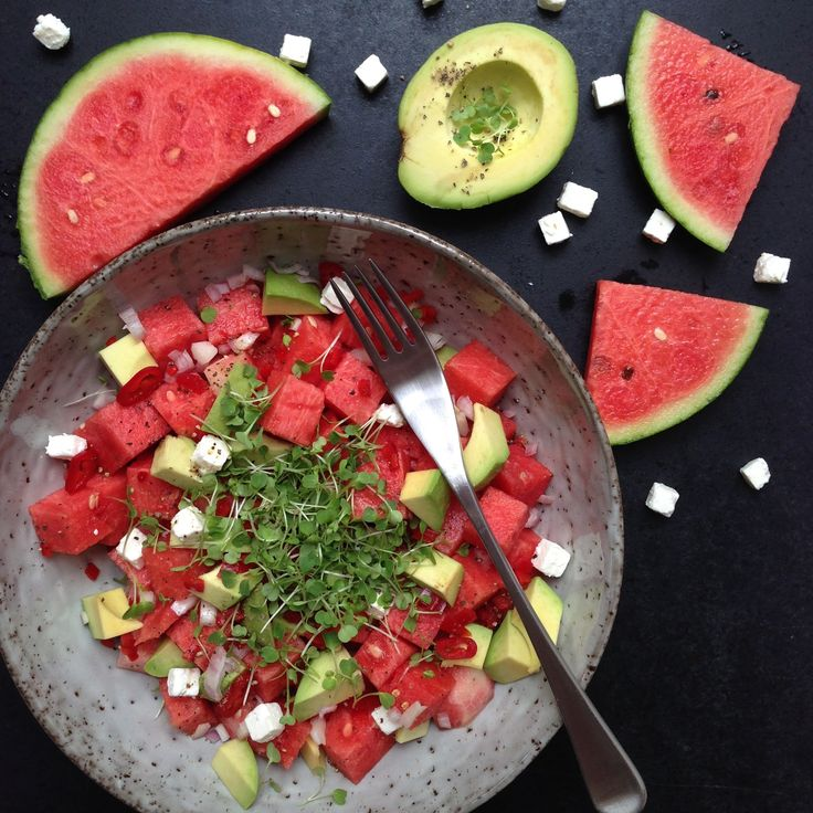 Spicy vandmelon salat med avokado feta