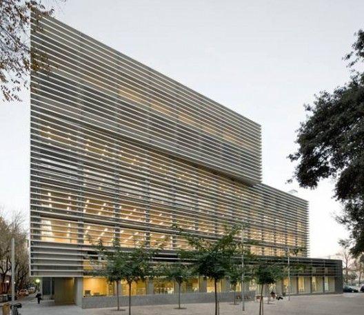 Las 25 mejores ideas sobre edificios de oficinas en for Oficinas seguridad social barcelona horarios