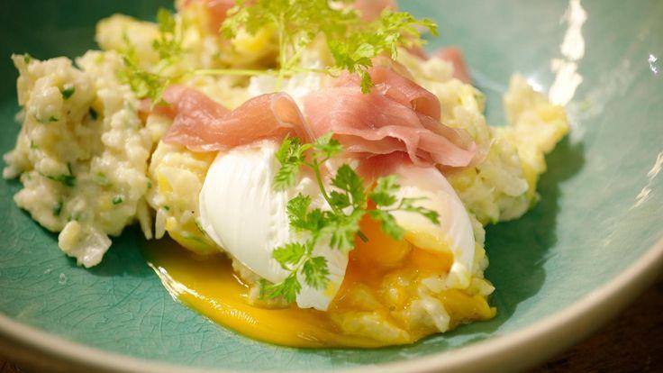 Dit is een variatie op 'smeus': geplette aardappelen met een gepocheerd ei, bloemkool en gerookte ham. De echte Belgische keuken in een notendop.
