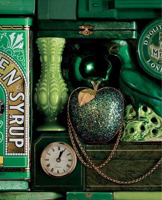 Green Treasures :): Emeralds Cities, Anyahindmarch, Green Things, Emeralds Green, Green Stuff, Green Kitchen, Anya Hindmarch, Vintage Green, Shades Of Green