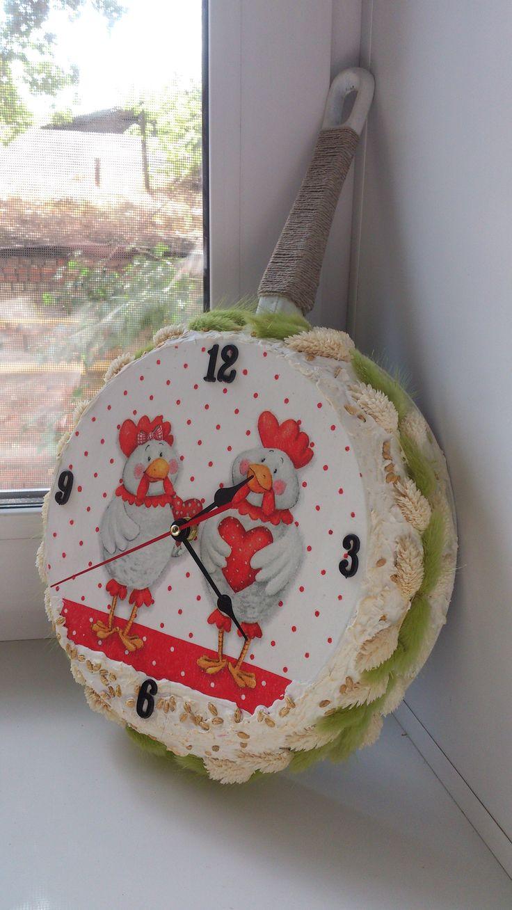 Часы из старой сковороды.