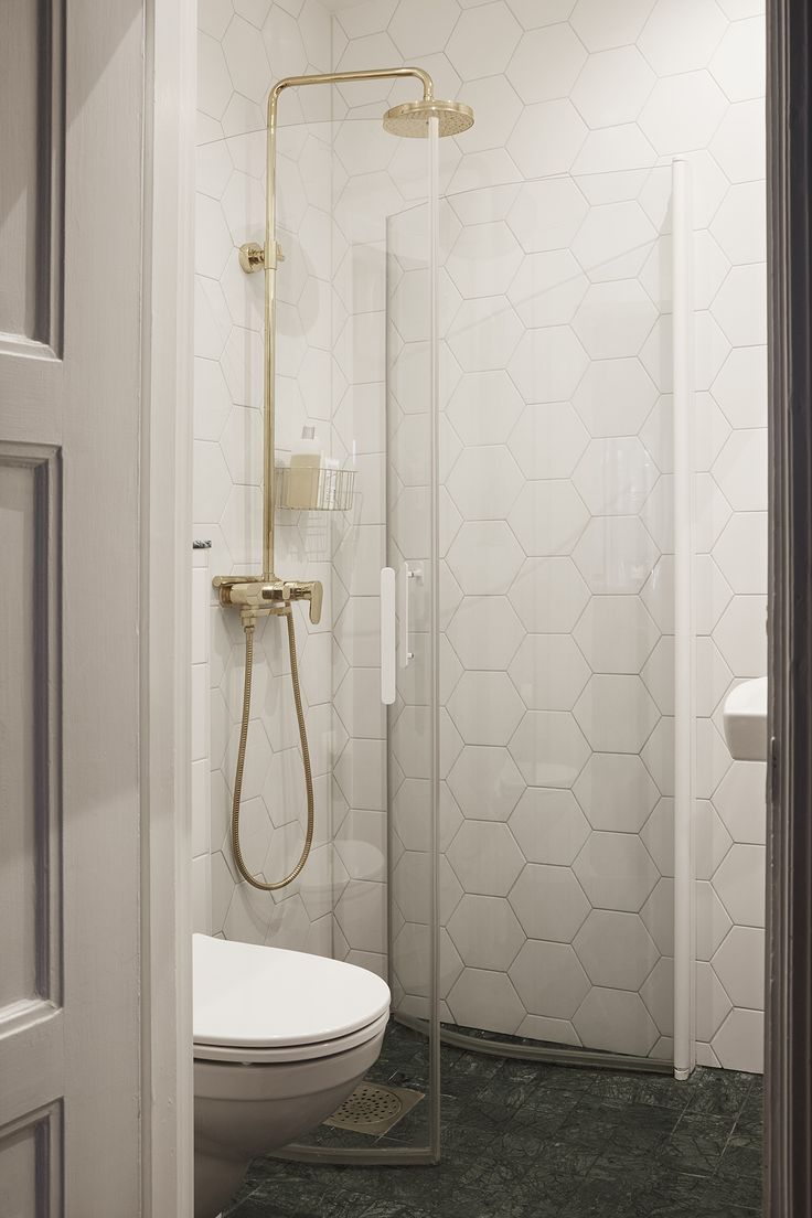 hex tile bathroom 1000 ideas about hexagon tile bathroom on 13109 | 2b46f2ef6ab35fc729f89772de652c26