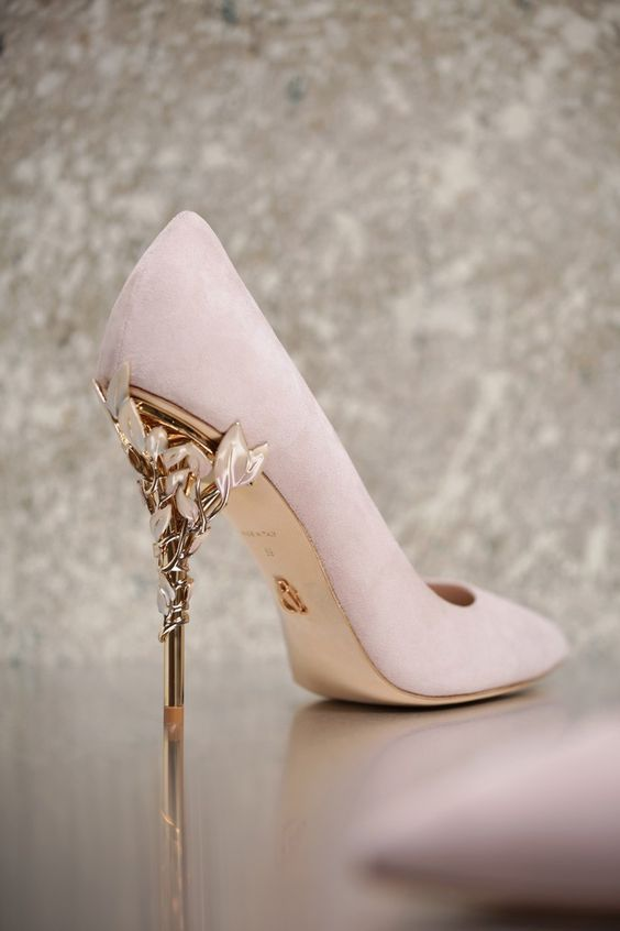Wear beautiful high heels, give yourself the perfect wedding