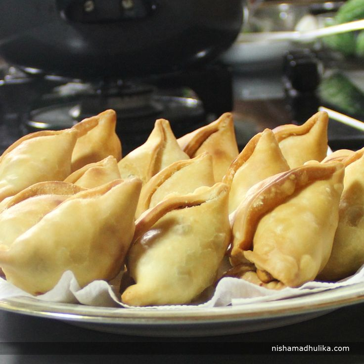 Aloo samosa is one of most popular and favorite snack which doesn't need any kind of introduction. Even a kid knows what a samosa is!  Recipe in English-  http://indiangoodfood.com/399-samosa-recipe.html ( copy and paste link into browser)  Recipe in Hindi- http://nishamadhulika.com/deep_fry/samosa_recipe.html ( copy and paste link into browser)