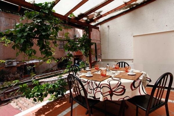 Rome, Italy Vacation Rental, 2 bed, 1 bath, kitchen with WIFI in Trastevere. Thousands of photos and unbiased customer reviews, Enjoy a great Rome apartment rental perfect for your next holiday. Book online!