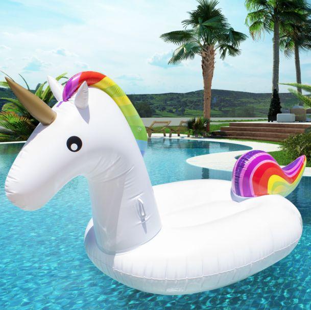 UNICORN INFLATABLE Lekker dobberen op een ananas luchtbed? Heerlijk zonnebaden op een gigagrote unicorn zwemband?Of met een reuzedonut van de waterglijbaan af? Deze zomer wordt
