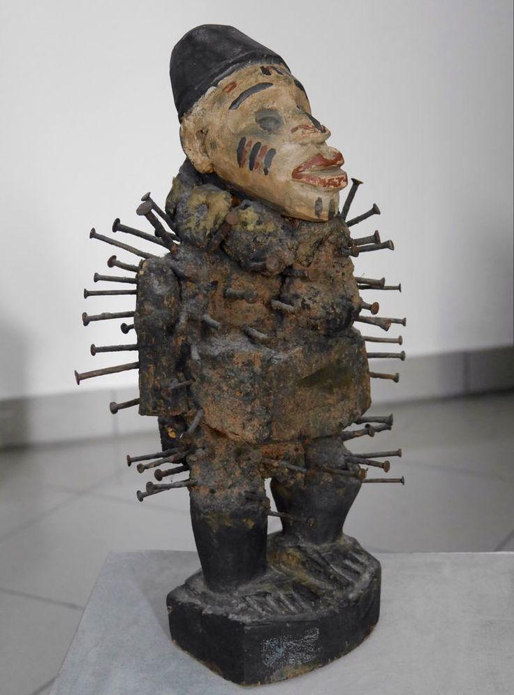 Old Kongo Nkisi Nkondi nail fetish figure - Congo / Zaire