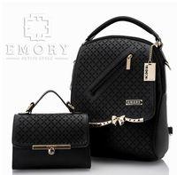 Tas import wanita memiliki beragam desain yang menarik dan bahan yang berkualitas.