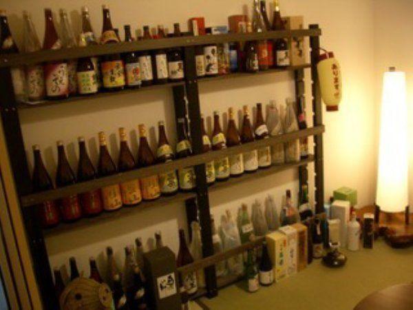 宅飲み派の憧れ「酒棚」をDIYで!みんなの作った酒棚画像まとめ | ギャザリー