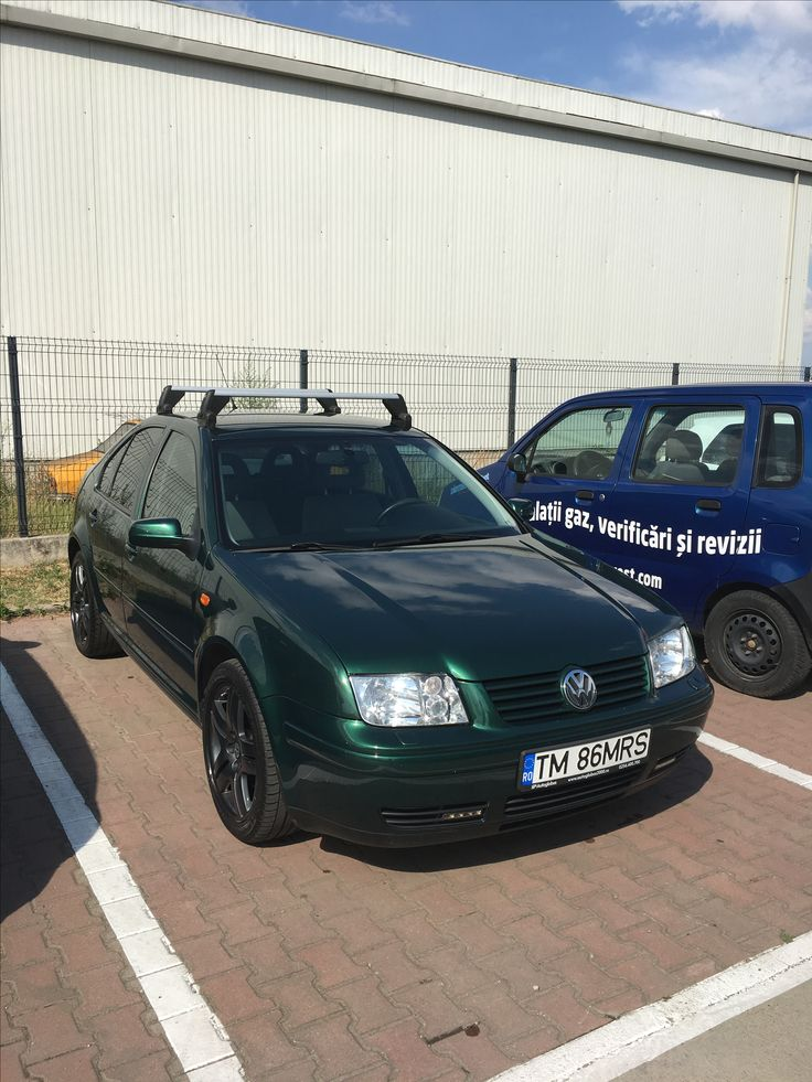 VW Bora / Jetta mk4 with 17 inch VW Long Beach wheels and original VW Roof Rails