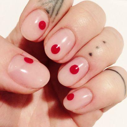 #kusama #Nails #gelnais #nailart #naildesign #tattoo #fingertattoo #red #nude #dot #kusamanails