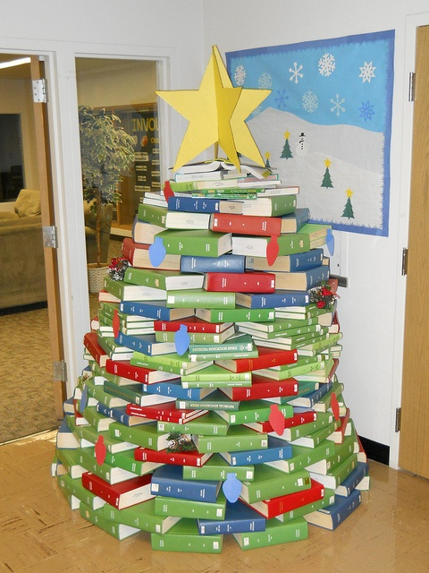 Book Christmas Tree    A Perfect Idea For All Book Lovers!