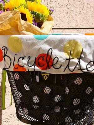 feeling stitchy: Tutorial Tuesday - make a bikebasket-liner!