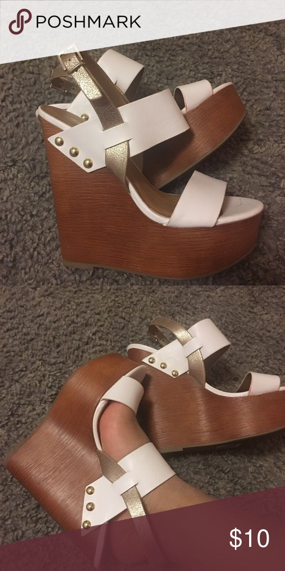 Wedges Cute white And gold wedges Shoes Wedges