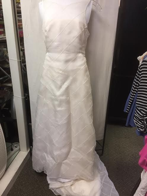 Elizabeth Fillmore Elizabeth Fillmore Wedding Dress. Elizabeth Fillmore Elizabeth Fillmore Wedding Dress on Tradesy Weddings (formerly Recycled Bride), the world's largest wedding marketplace. Price $1300...Could You Get it For Less? Click Now to Find Out!