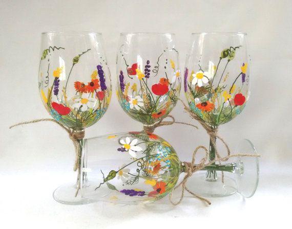 "Copas de vino - Copas de vino pintado a mano, recuerdo, regalo, regalo de Dama de honor, regalo de boda - ""ramo de flores silvestres"", juego de 4"