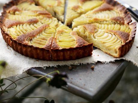 Recept på tarte bourdaloue– päronpaj med mandelcrème. En klassisk fransk efterrätt här i ett recept av Sébastien Boudet.