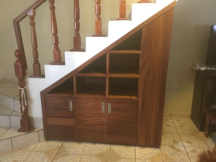 Mueble bajo escalera en madera de parota puertas for Muebles de madera para debajo de la escalera