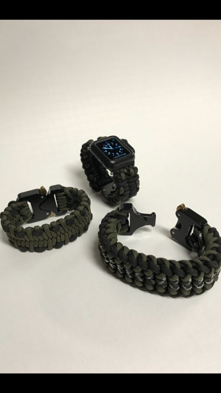 Paracord Apple Watch Series2 42mm Catalyst Case with AustriAlpin Cobra Fashion buckle and two Paracord AustriAlpin Cobra buckle bracelets.
