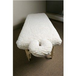 Give your ordinary massage table some wow factor comfort! This deluxe fully fitted fleece massage table cover is super plush & comfortable.