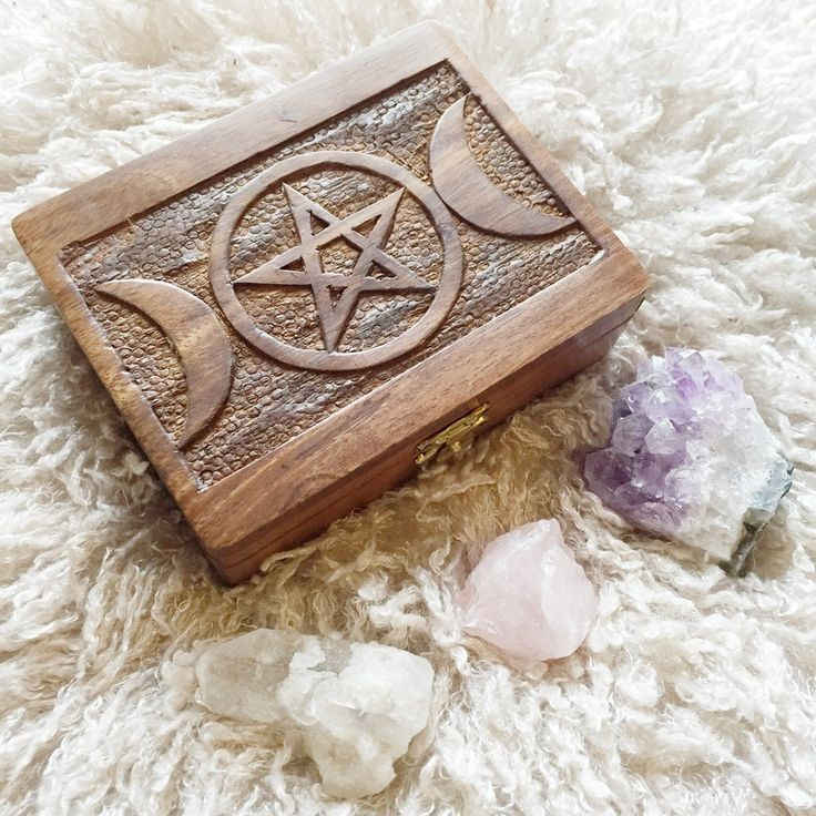Triple Moon & Pentagram Carved Box – Druzy Dreams