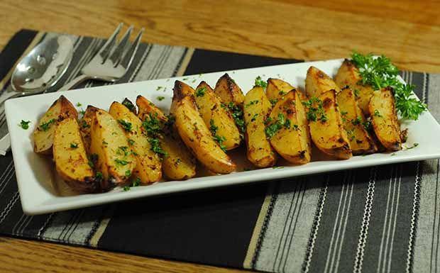 Túl unalmasnak találod a sült krumplit? Ne aggódj, burgonyából számtalan köret készíthető. Ha szeretnél egy kicsit inspirálódni, olvasd el jobbnál jobb receptjeinket és lepd meg a családot!