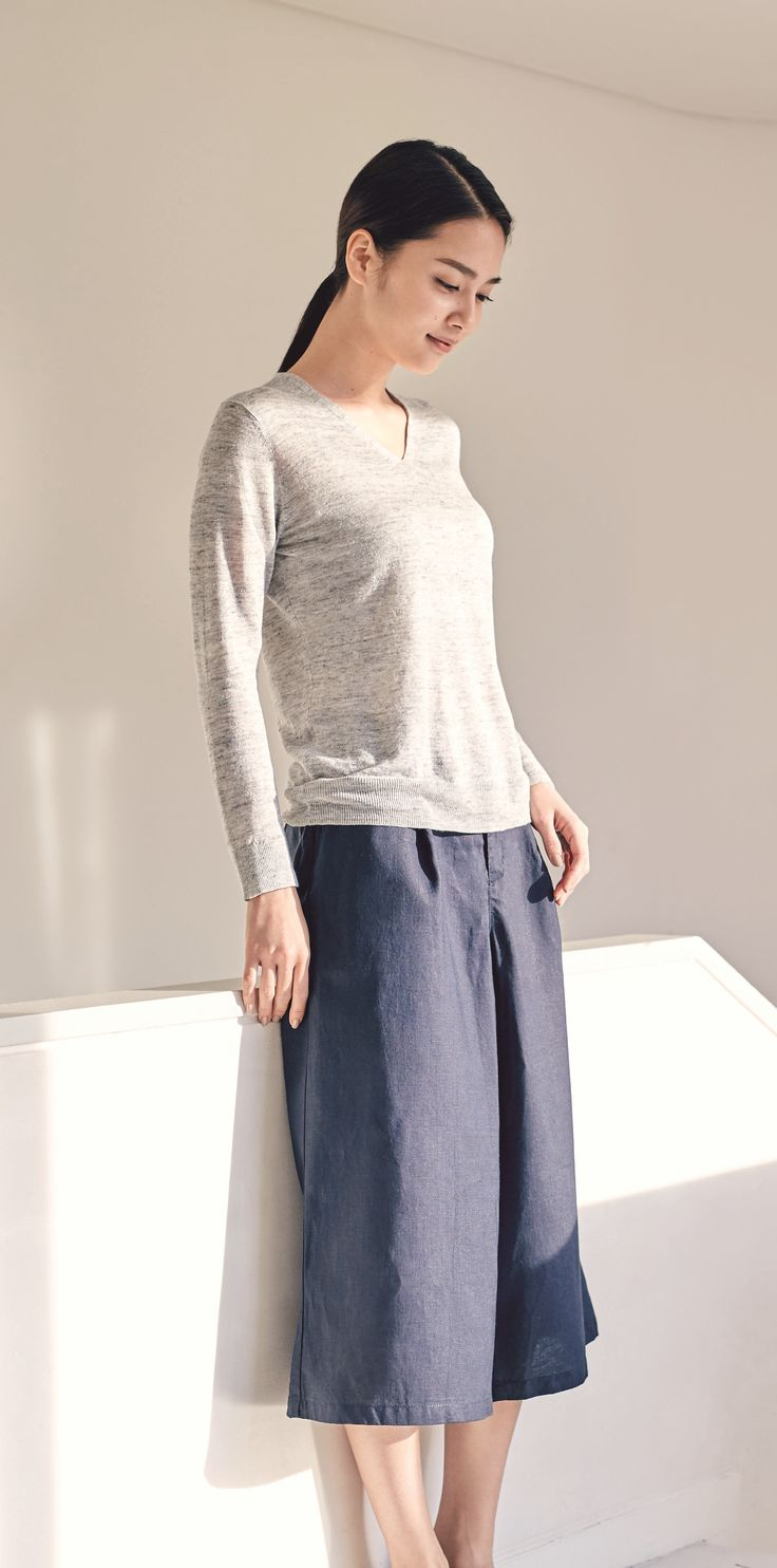 Clothes to block the sun. | A sweater treated to protect your skin from more ultraviolet rays than regular clothing. In absorbent, quick drying linen to keep you comfortable all day long. | MUJI French Linen UV Cut V-Neck Sweater & MUJI French Linen Easy Wide Pants