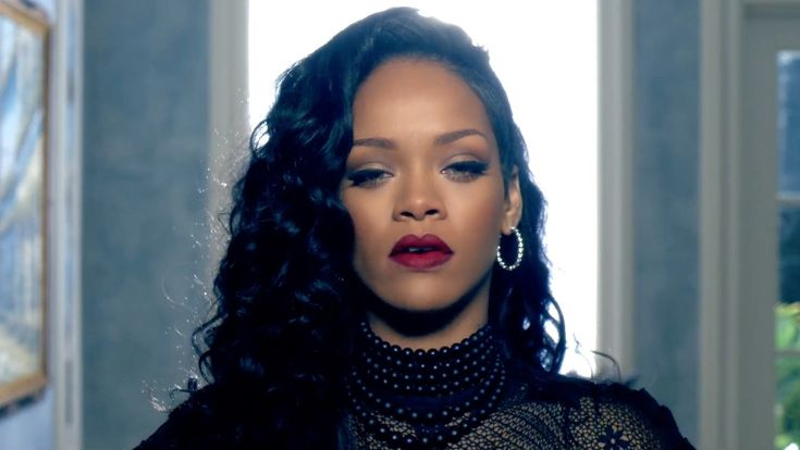 10 Beauty Lessons Rihanna's Music Videos Taught Us | Allure