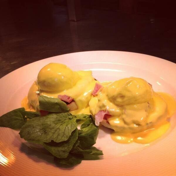 Breakfast at The Barn Brasserie in Great Tey |Their entire breakfast menu is to die for (including the vegetarian version of this dish – Eggs Florentine), but we all know anything with hollandaise sauce goes straight to the top of the list! 16 Things Everyone Must Eat In Essex