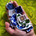 Smycken av retroporslin. Berså, spisa ribb, Mon amie Helanthius, adam, blå aster och prunus .