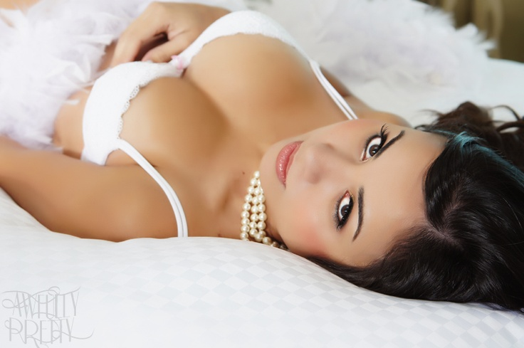 I want a boudoir pic just like this!