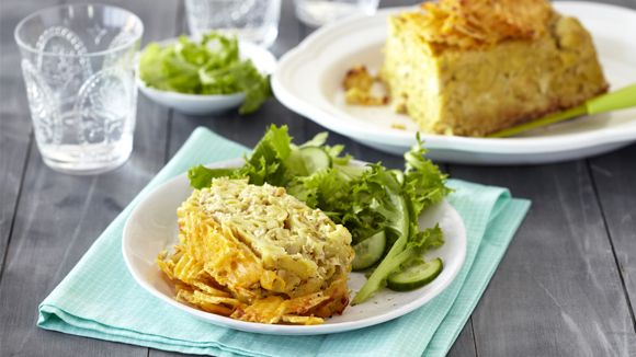 CHICKEN PASTA LOAF WITH A CRISP TOPPING - Quick dinner ideas are worth their weight in gold! Here is a chicken pasta loaf with a chip topping that is a treat for the kids.