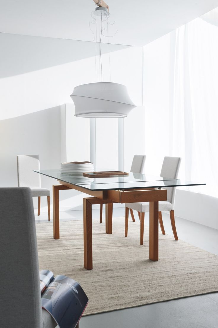 Hyper is an contemporary  extendable table with rectangular glass top, suitable to accommodate up to 10 people.