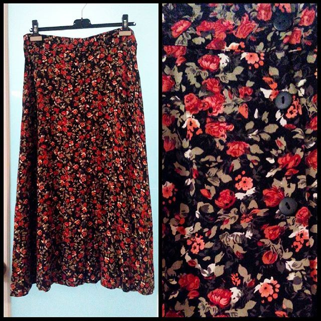 "Loving the autumn colour palette of this 90s 100% rayon floral maxi skirt with buttons down the front.  Waist measures up to 32""."