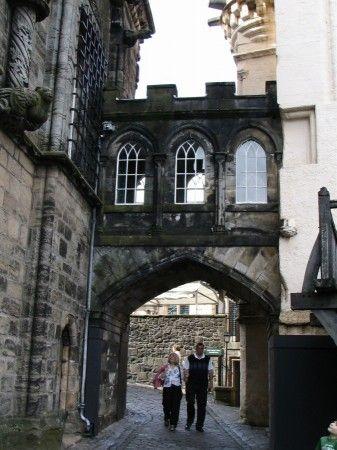 Pasaje entre los patios interiores del Castillo de Stirling en Escocia
