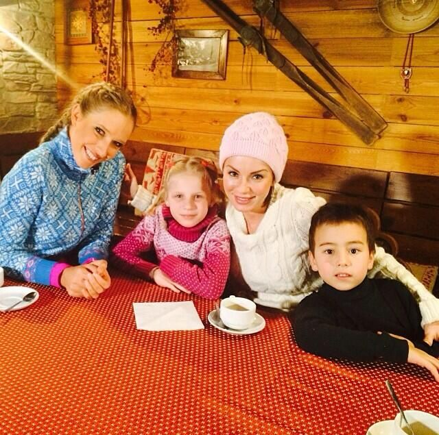 Julia Volkova tweeted this pic with her children, Vika and Samir.