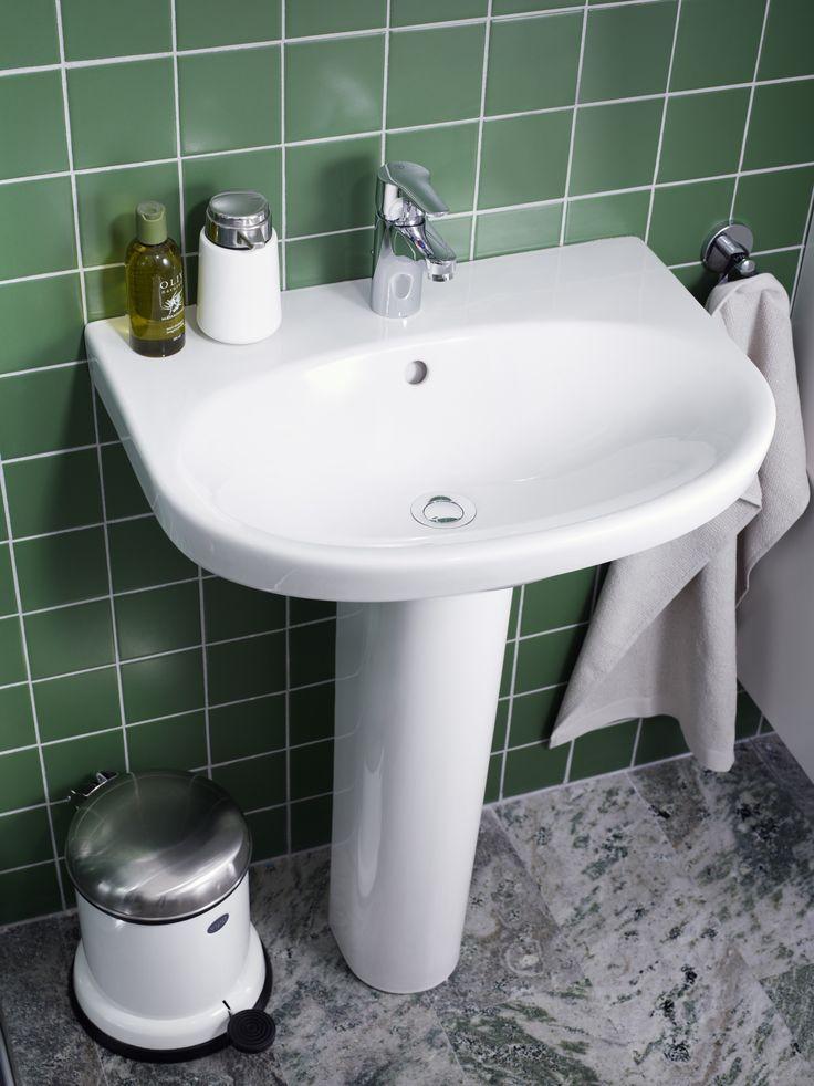 Tvättställ Nautic 5570 i vitt utförande och generösa avställningsytor.