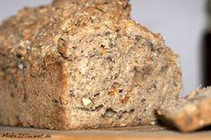 Vitalbrot Brot Vollkornmehl Haferflocken Sesam Leinsaat Sonnenblumenkerne Walnuessen Olivenoel Karotten Kokosbluetenzucker Rezept