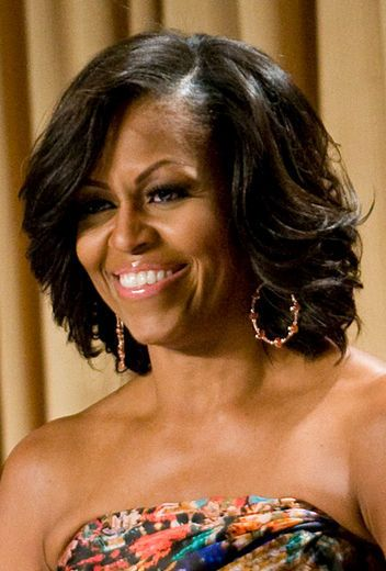 First Lady Obama at the White House Correspondents Association Dinner where she added voluminous curls to her signature bob: loooove it!