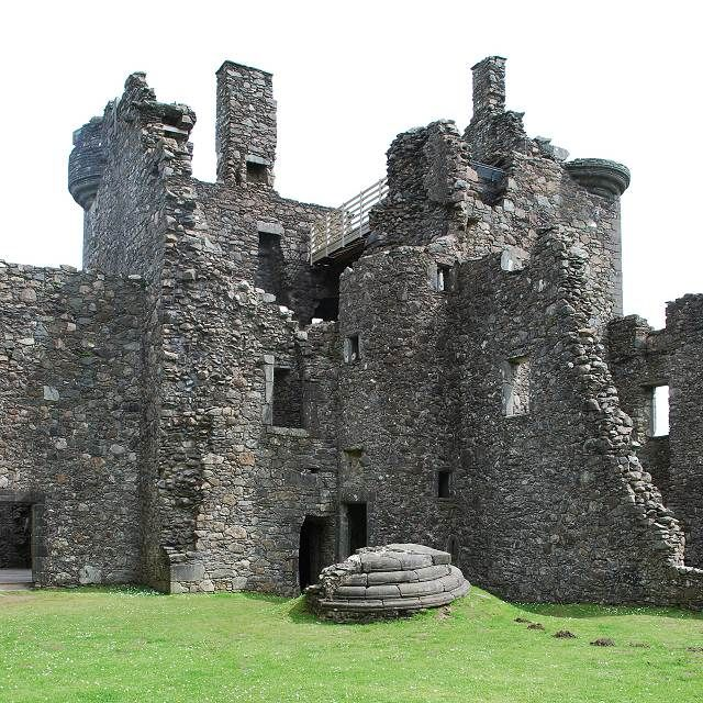 Kilchurn Castle The towerhouse – Mike Campbell