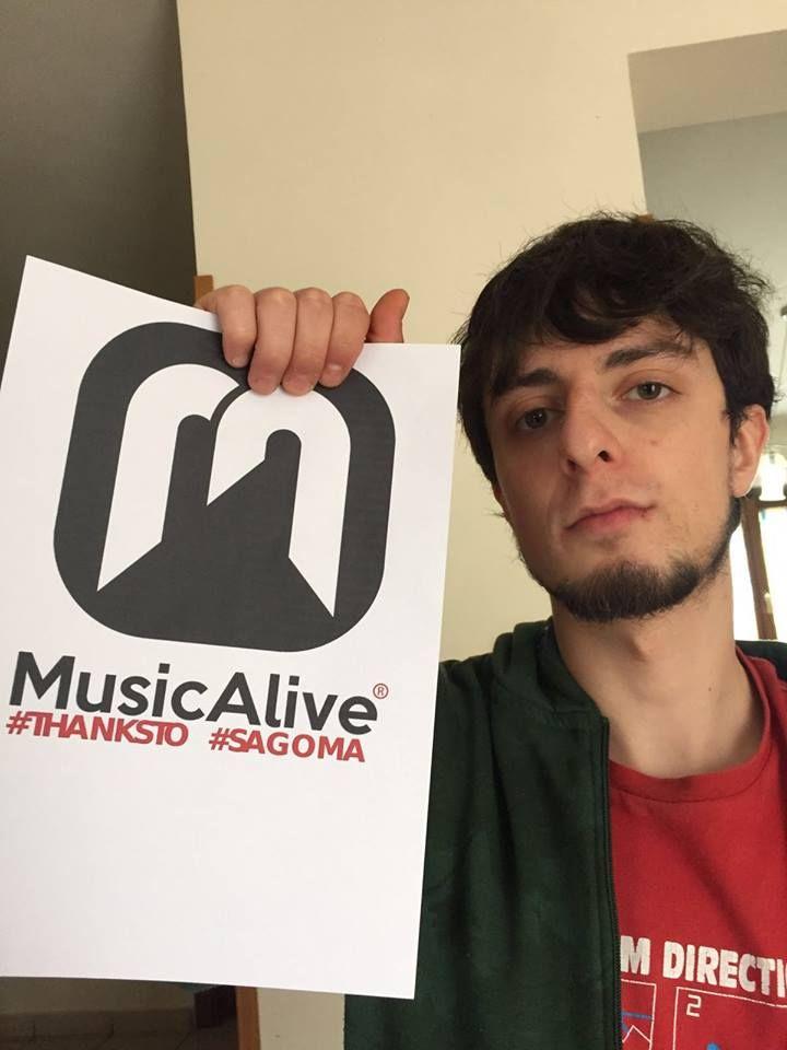 Davide Rufo nasce ad Arpino nel 1991. Si avvicina al mondo della musica all'età di 13 anni, iniziando i suoi primi ascolti nell'ambito del rock (AC/DC, Led Zeppelin, Nirvana). Inizia...
