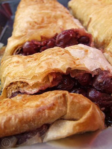 Meggyres Rétes - Hungarian cherry strudel. oh, this looks so delicious!