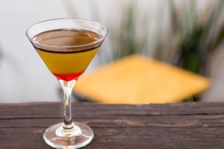 Když Romeo Palomares dostal od svého šéfa za úkol namíchat nezapomenutelný koktejl, ani na chvíli nezaváhal a výzvu přijal. Pro speciální ingredienci do svého nápoje vyrazil zkušený mixolog na slavný čarodějnický trh Sonora, v historickém centru Mexico City. Jeho tajnou přísadou se měl stát jed tarantule.