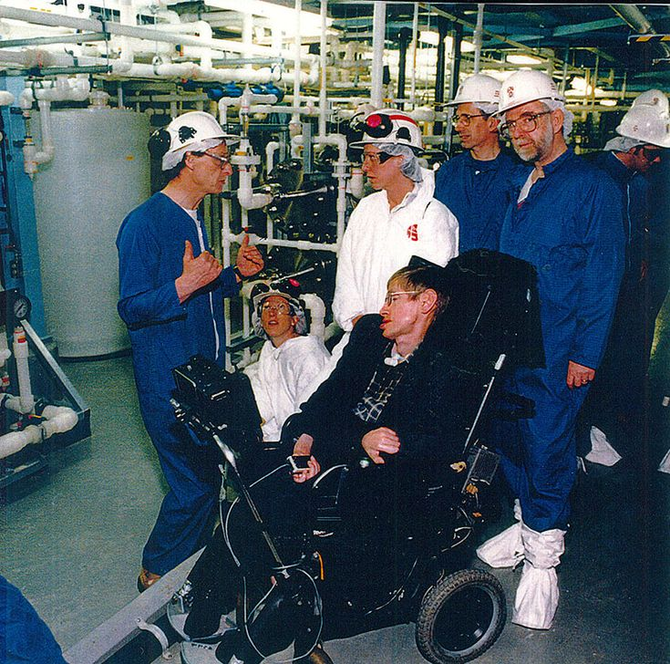 Dr. David Sinclair talking about the SNO experiment to Professor Stephen Hawking (1998) while Dr. Art McDonald and Dr. Doug Hallman look on.  (SNOLAB)