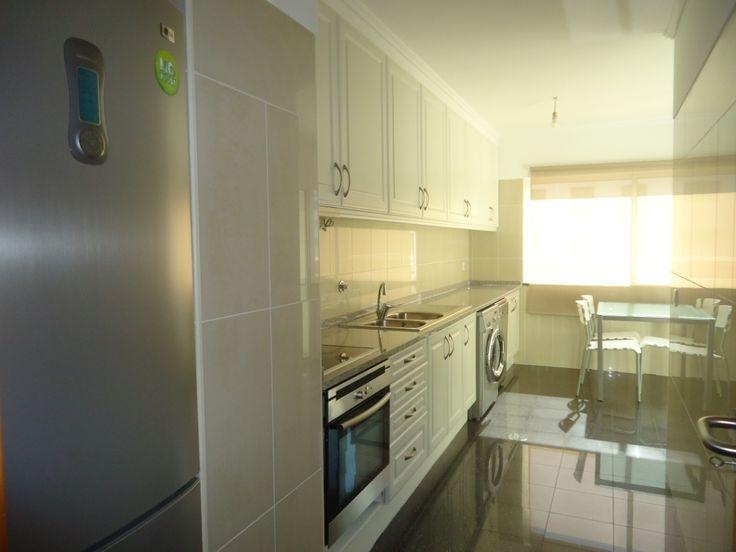 Cozinha equipada, áreas amplas, varandas, estacionamento em garagem, preços fantasticos!!!
