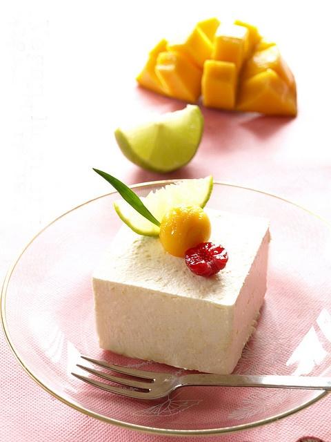 Mango-lime mousse cake