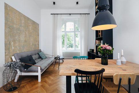 Padesátimetrový byt v domě ze 20. let byl v původním stavu, nevyhovující byla i jeho dispozice. Rekonstrukcí vznikl v největší místnosti spojený obytný prostor s kuchyní a jídelnou
